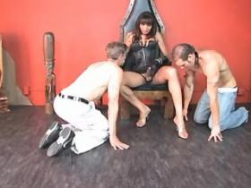 Smooth shemale in black leather sucked by two guys